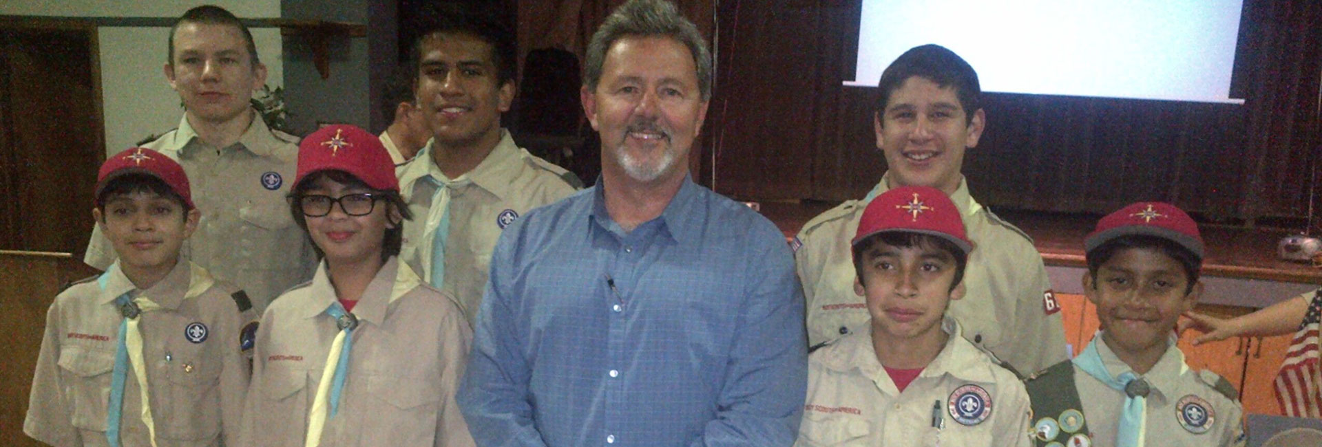 Fernando Dutra with Boy Scouts